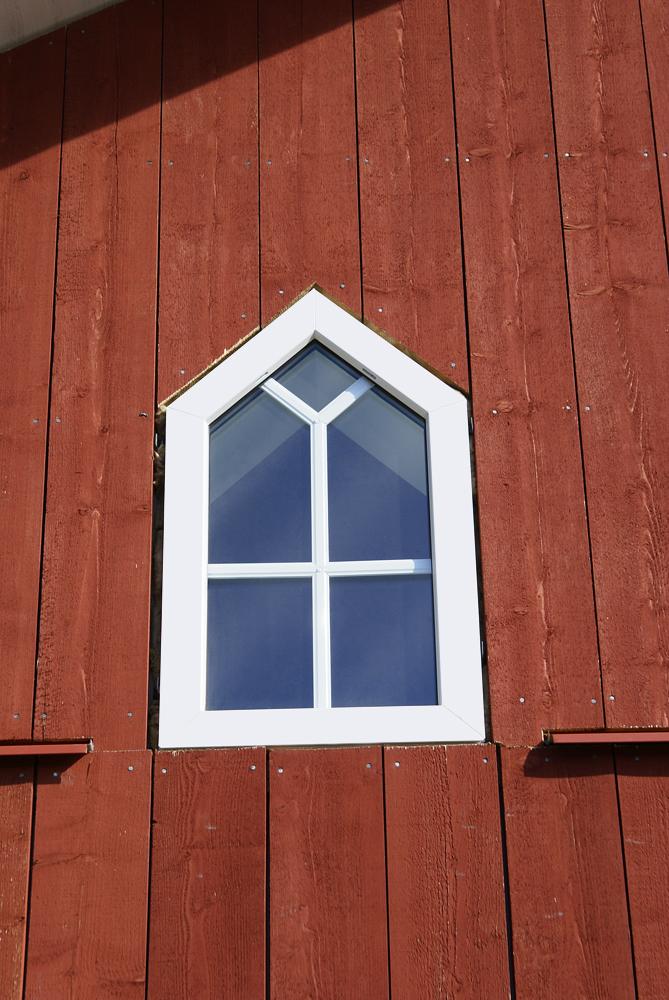 Underhållsfritt PVC Fönster med brutna vinklar & aluminium spröjs mellan glasen