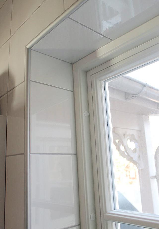 Detaljbild på ett fast Sverige104 fönster.
